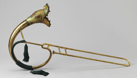 Instrument de musique en forme dérivé de serpent