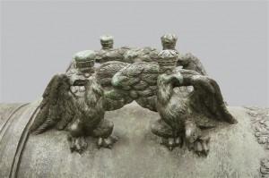 Anses ornés d'aigles couronnées