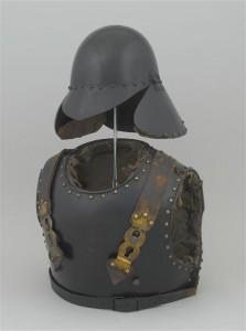 : cuirasse et pot-en-tête de sapeur du génie, modèle 1833 ©Paris - Musée de l'Armée, Dist. RMN-Grand Palais / Emilie Cambier