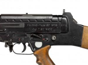 FA.MAS T62 photo 2 allegee 300x222 Un fusil prototype dans les collections du musée de l'Armée : le FA.MAS T62
