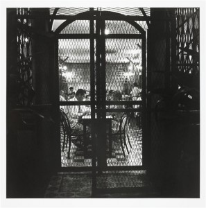 Saigon 1952. Restaurant grillagé 297x300 Acquisition : Willy Rizzo (1928 2013), photographies de la guerre d'Indochine