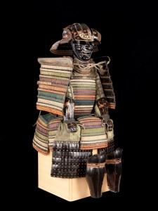 12 531879BD 225x300 Les armures japonaises du musée de lArmée