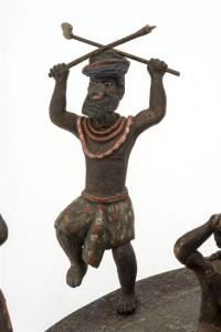17 501923 200x300 « Et ça tournait… ». Une maquette de la danse du Pilou (Nouvelle Calédonie) au musée de l'Armée