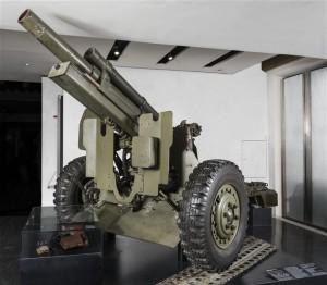 17 635114 300x262 L'obusier de 105 mm HM2 : un best seller américain au musée de l'Armée