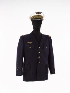 18 512394 225x300 Vareuse et casquette du général darmée aérienne Martial Valin