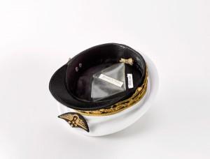 18 512563 300x228 Vareuse et casquette du général darmée aérienne Martial Valin
