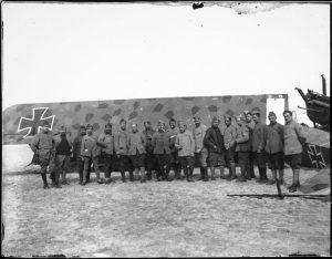 06 511642 300x234 1914 1918, Paris bombardée... par avions [1/3]