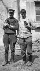 19 513343 1 171x300 [MuseumWeek] Quand le chien est le meilleur ami du soldat #TogetherMW